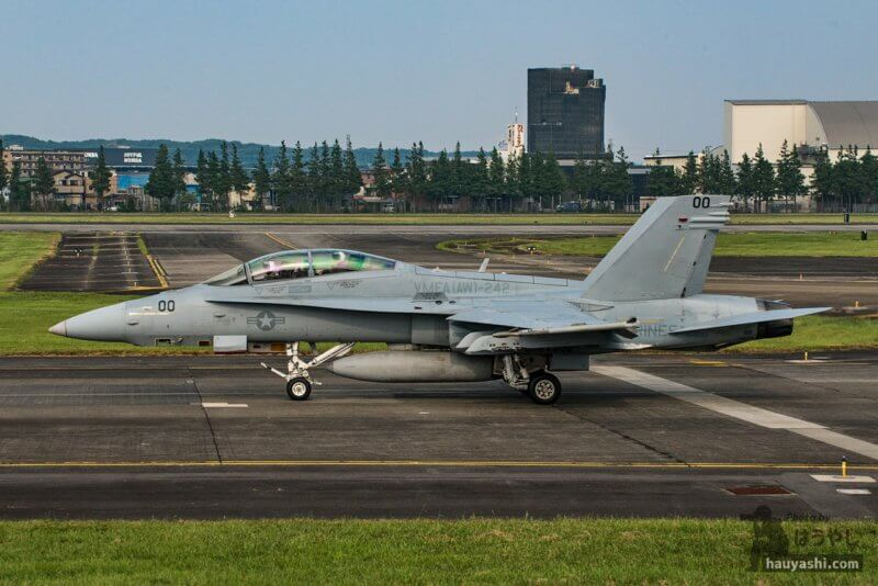 "VMFA(AW)-242 ""Bats(バッツ)"" F/A-18D (DT00/164653)"