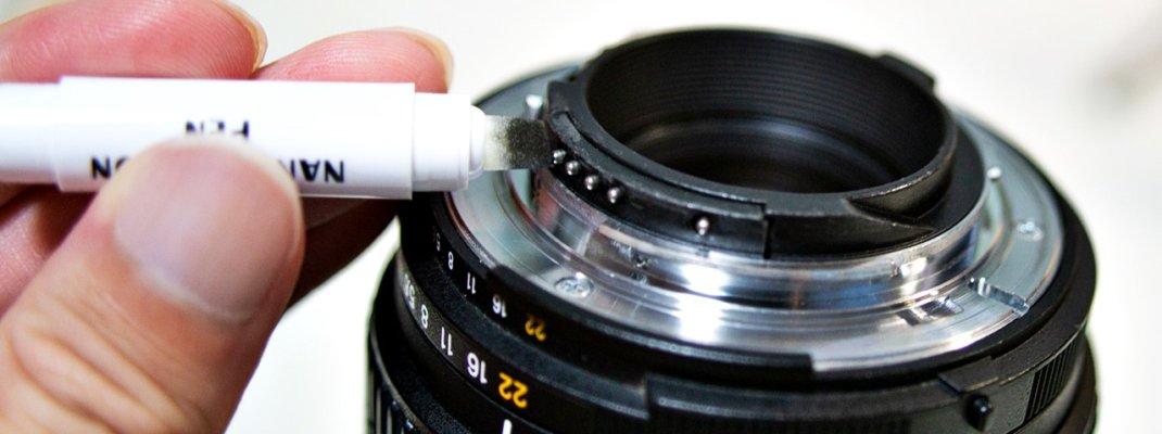 カメラとレンズの電子接点を清掃!接点復活剤(接点改善剤)でエラー表示が解消した話(エツミ ナノカーボンペン使用)