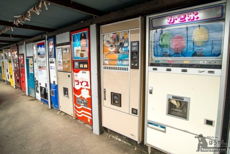 中古タイヤ市場 相模原店のレトロ自販機たち