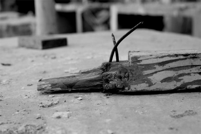 地面に落ちている釘
