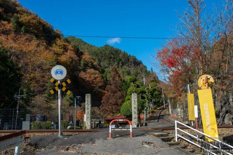蓮慶寺の入り口にある第4種踏切