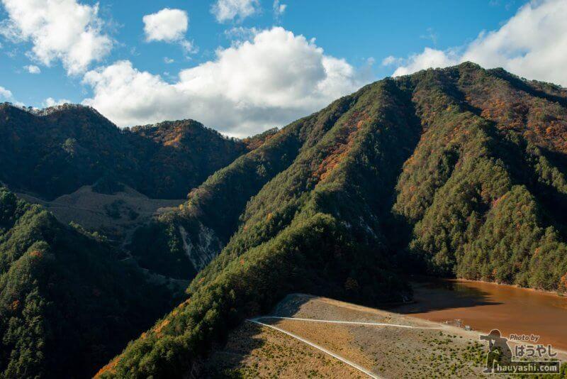 簀子橋堆積場の隣にある役目を終えた鉱滓ダム