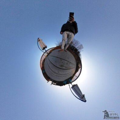 360度カメラ「RICOH THETA SC2」で撮影した湖での写真