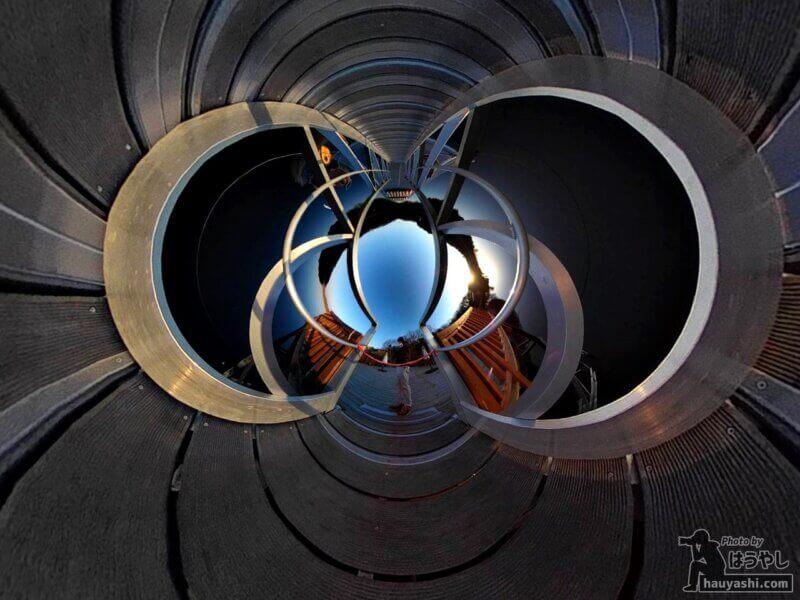 デッキの床を前面に押し出したリトルプラネット編集(360度カメラ「RICOH THETA SC2」)