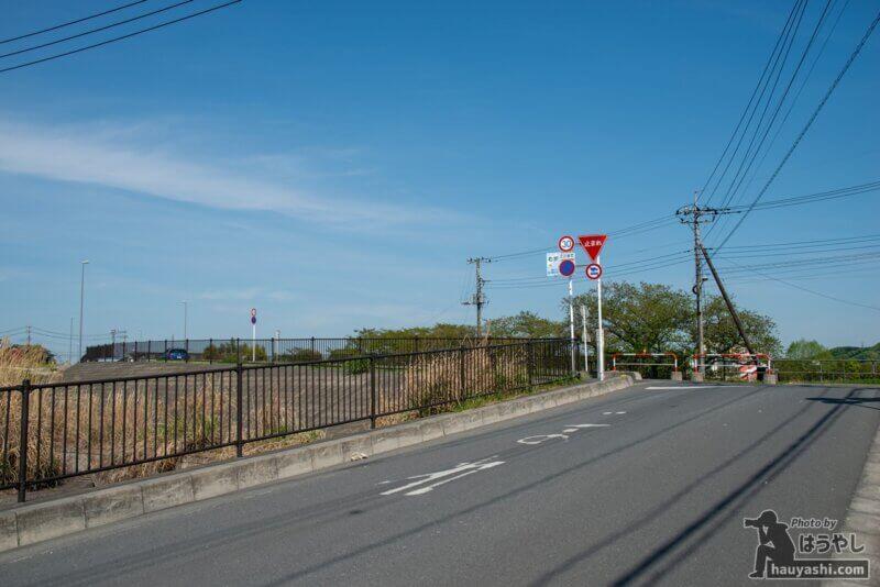 阿岩橋の横にある交差点(おさまけ第1話に登場した一時停止のある交差点)
