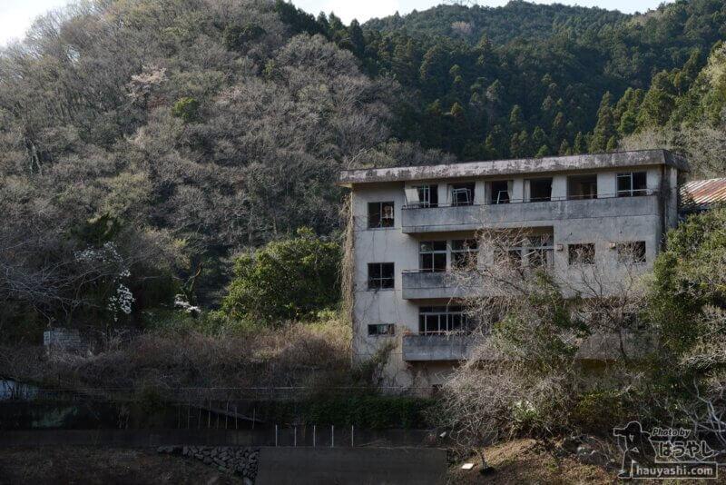 鎌北湖畔の廃ホテル山水荘