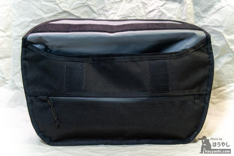 SIMPLE MESSENGER BAG