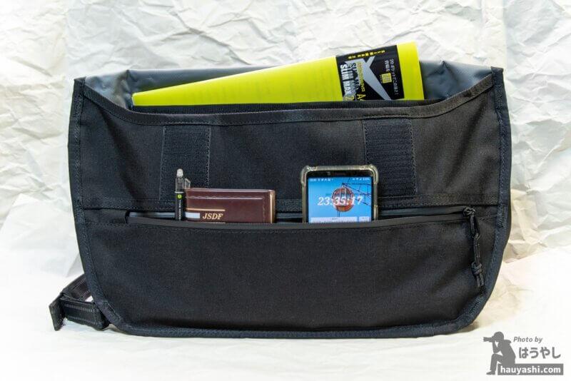 SIMPLE MESSENGER BAG ポケット類