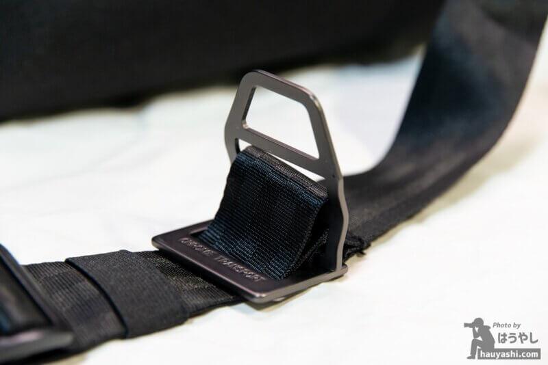 SIMPLE MESSENGER BAGのクイックリリースバックル